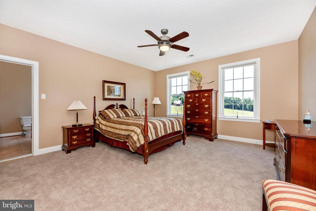 Bedroom #2  with ensuite bath - 12788 BARNETT DR, MOUNT AIRY