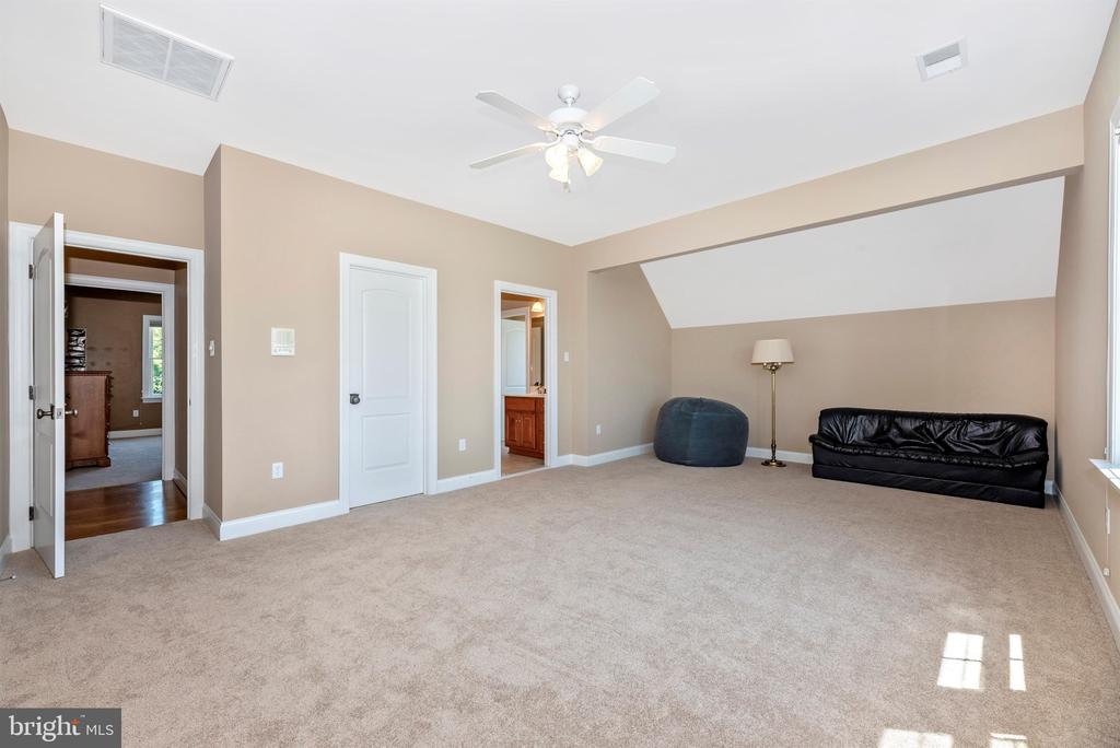 Bedroom #5 with walk in & access to bath - 12788 BARNETT DR, MOUNT AIRY