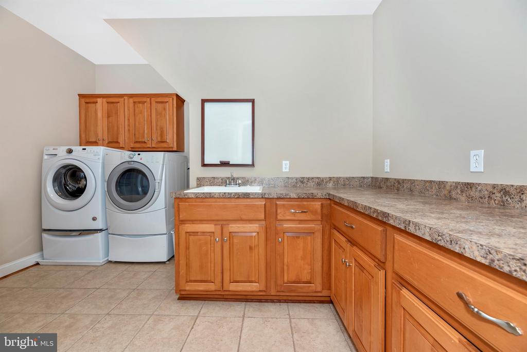 Bedroom level laundry room is perfect - 12788 BARNETT DR, MOUNT AIRY