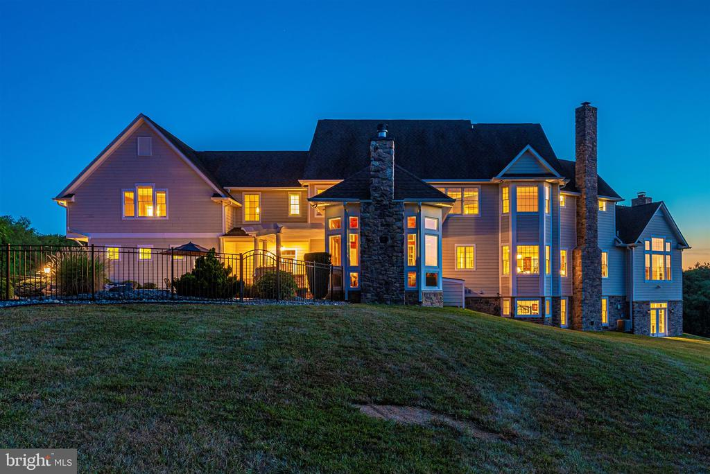 Custom home with over 10,000 sf finished - 12788 BARNETT DR, MOUNT AIRY