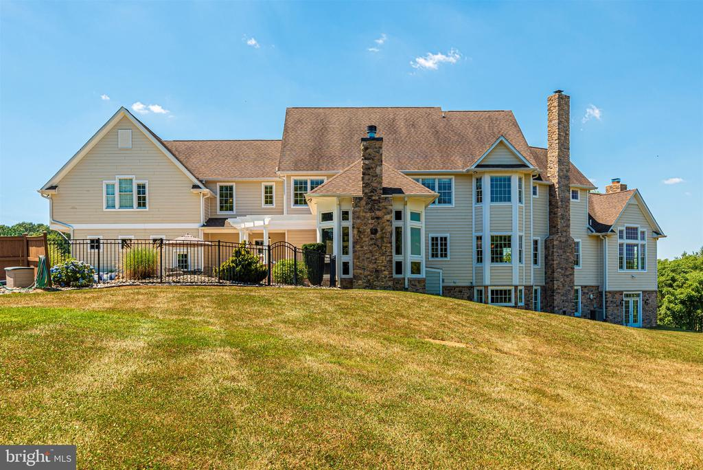 Beautiful estate on 34 acres - 12788 BARNETT DR, MOUNT AIRY