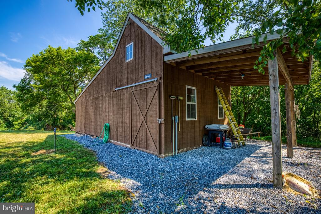Barn with storage area - 12788 BARNETT DR, MOUNT AIRY