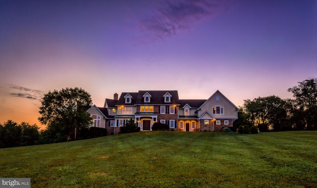 Sunrise in the country - 12788 BARNETT DR, MOUNT AIRY