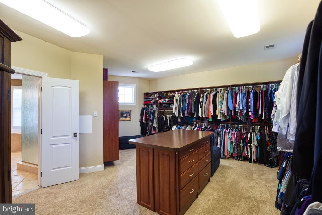 The perfect master closet - 12788 BARNETT DR, MOUNT AIRY