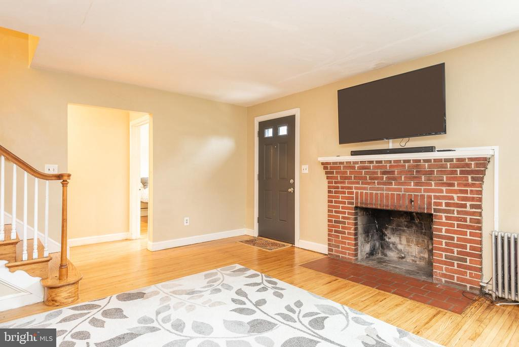 Living Room Fire Place - 9115 FLOWER AVE, SILVER SPRING