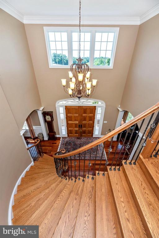 Grand curved staircase - 12788 BARNETT DR, MOUNT AIRY