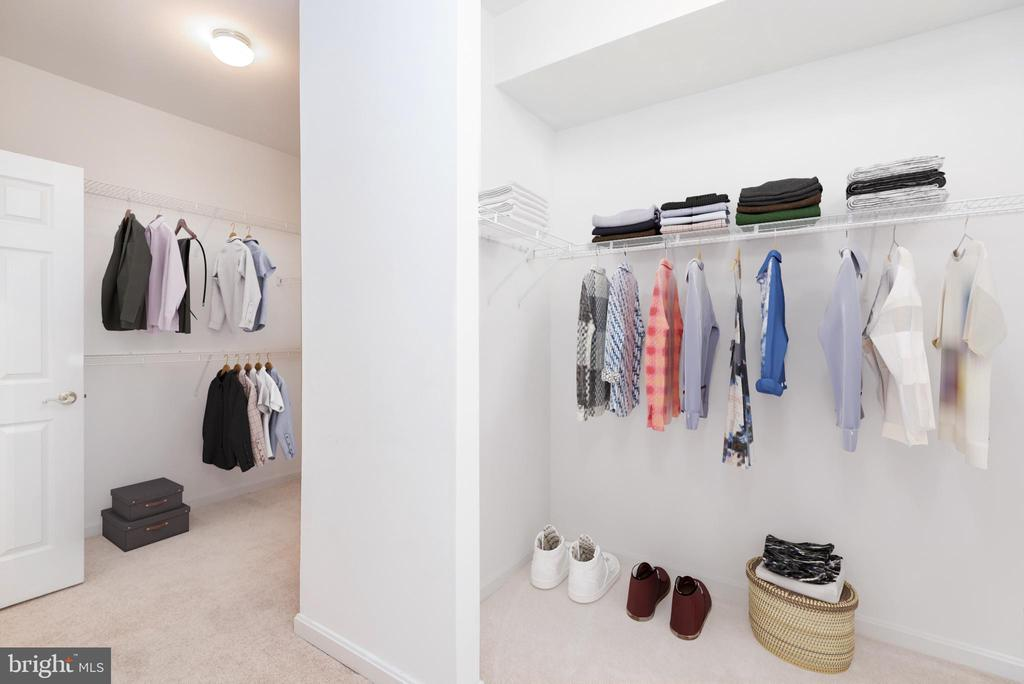 Massive walk-in closets with two entrances - 6033 SUMNER RD, ALEXANDRIA