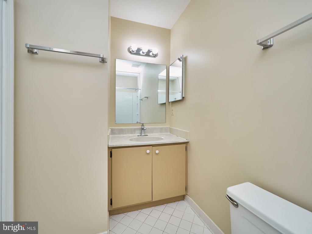 Full Bath - 3710 KRYSIA CT, ANNANDALE