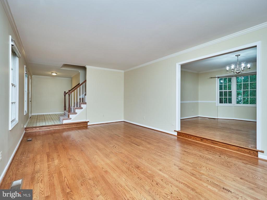 Open Floor Plan, Hardwood Floors Main Level - 3710 KRYSIA CT, ANNANDALE