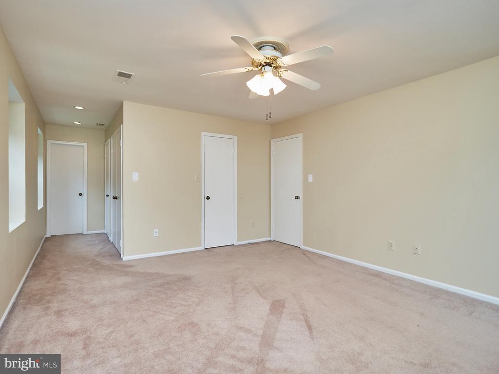 Owner's Bedroom - 3710 KRYSIA CT, ANNANDALE