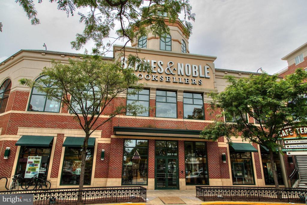 Barnes and Noble... - 1813 HERNDON ST N, ARLINGTON