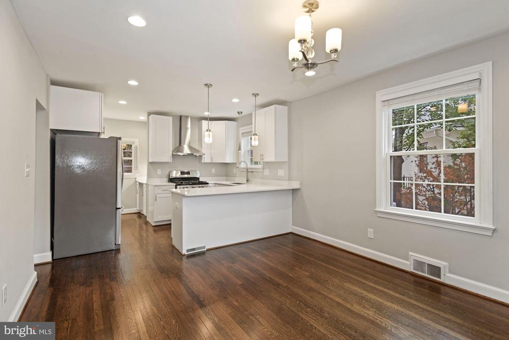 Opens to a kitchen re-done in 2016 - 1813 HERNDON ST N, ARLINGTON