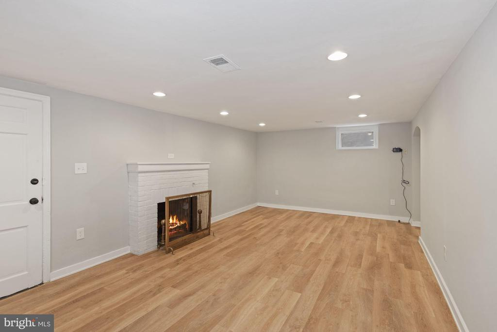 Rec room with wood burning fireplace - 1813 HERNDON ST N, ARLINGTON
