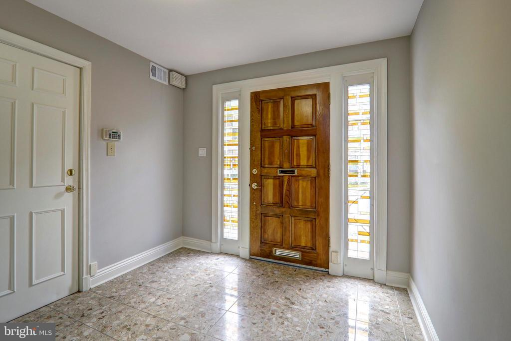 Enter into a beautifully lit foyer - 411 N LEE ST, ALEXANDRIA