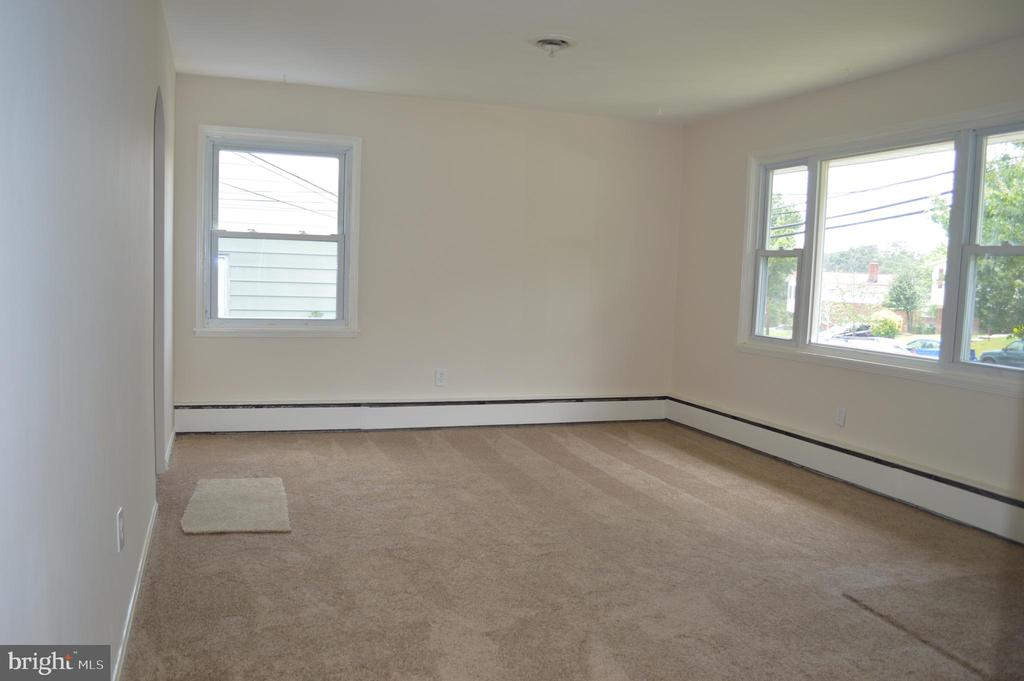 Living room View #2 - 4712 EDGEWOOD RD, COLLEGE PARK
