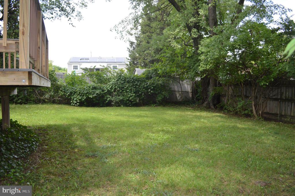 View of rear yard towards western side - 4712 EDGEWOOD RD, COLLEGE PARK