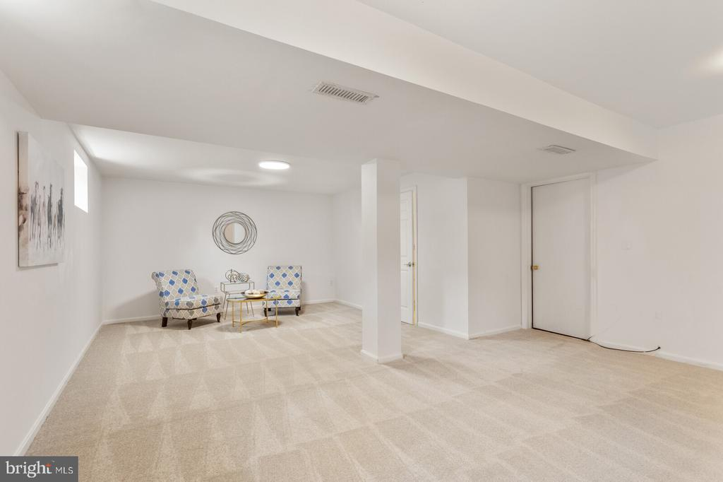 Freshly painted, new carpet - 8800 PRUDENCE DR, ANNANDALE