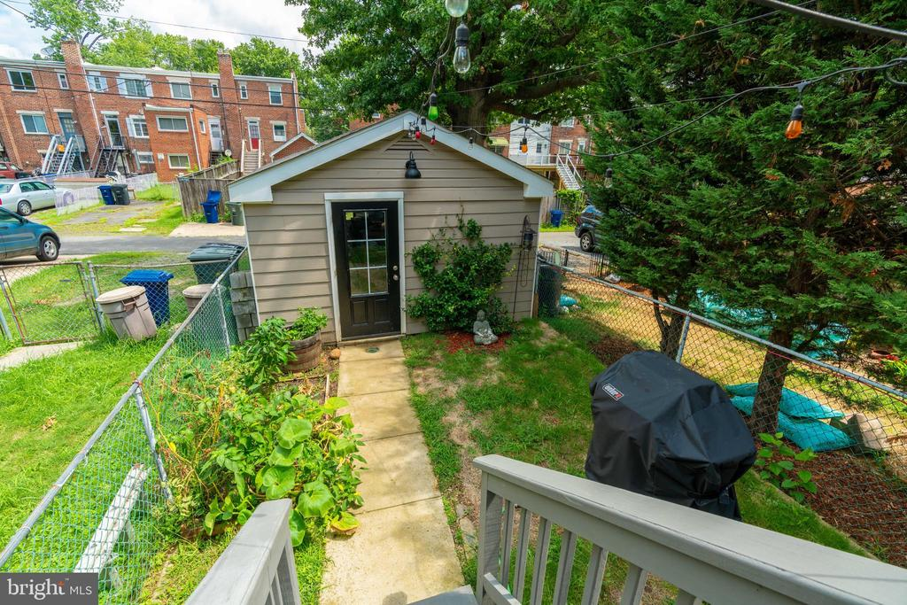 Back yard view - 224 WESMOND DR, ALEXANDRIA