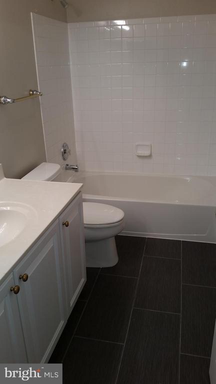 Full Bathroom 3 Third Level - 20363 FALLSWAY TER, STERLING