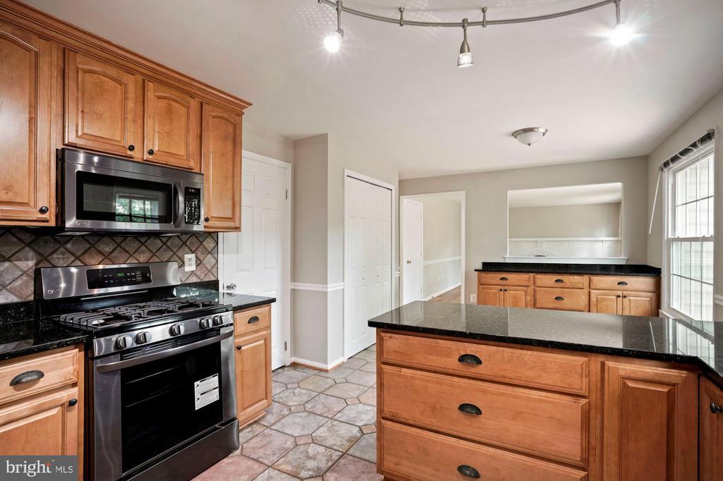 Kitchen - 7783 BALLSTON DR, SPRINGFIELD