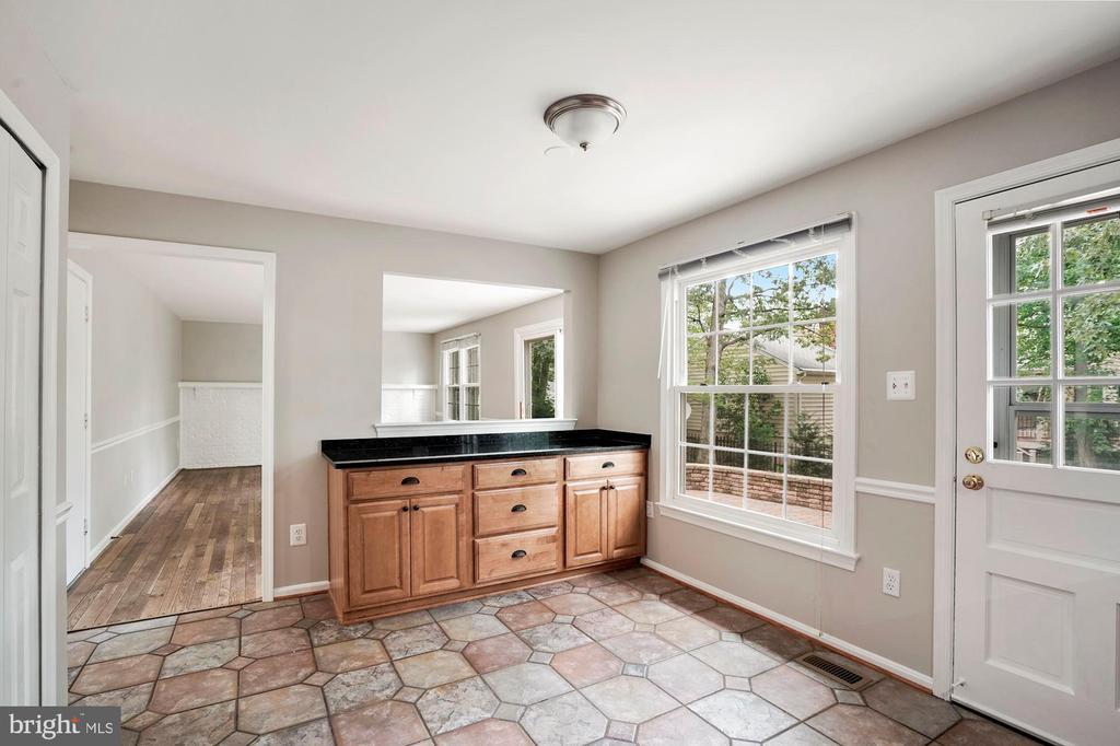 Kitchen - Eating Area - 7783 BALLSTON DR, SPRINGFIELD