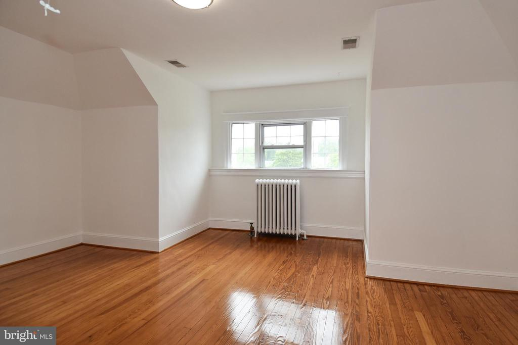 Two large bedrooms on the 3rd level - 5603 16TH ST NW, WASHINGTON