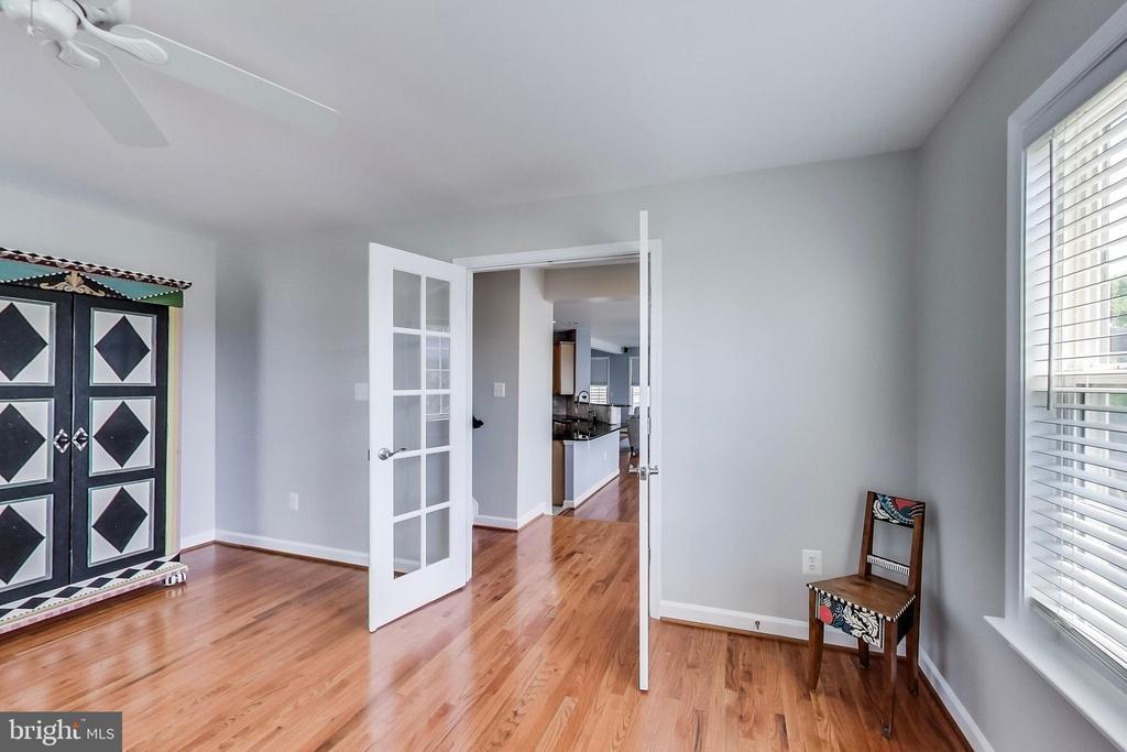 Hardwood flooring, ceiling fan, french doors - 13016 SAINT CLAIR RD, CLARKSBURG