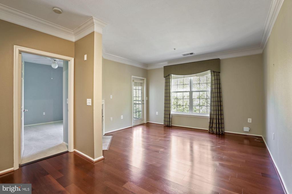 beautiful hardwood floors in living/dining  rooms - 3009 NICOSH CIR #4407, FALLS CHURCH