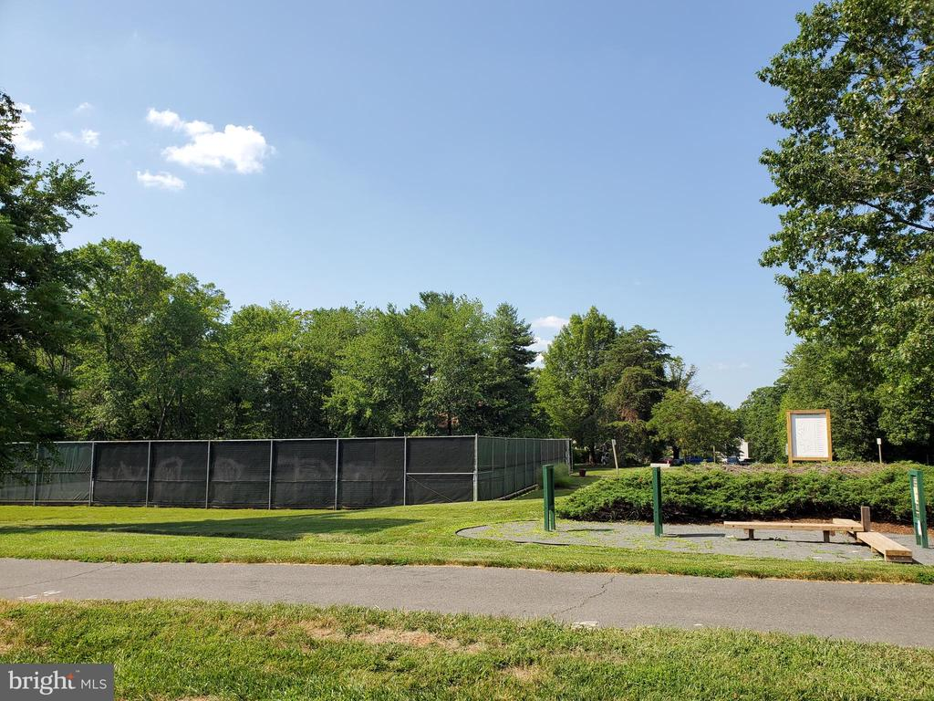 Tennis Courts - 26 WESTMORELAND DR, STERLING