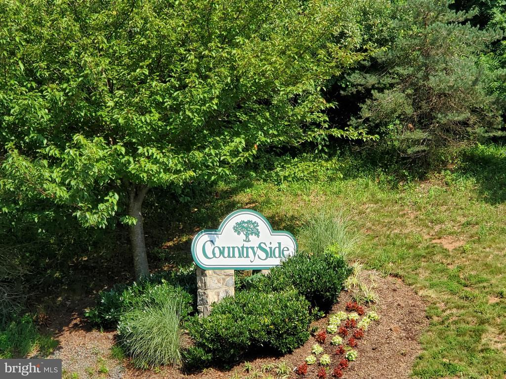 Countryside sign leading to community - 26 WESTMORELAND DR, STERLING