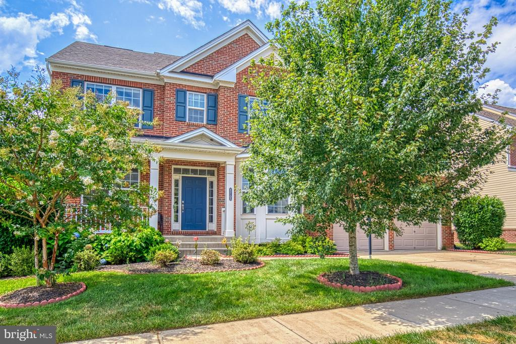 Just 2 miles from Brambleton Town Center! - 42105 AUTUMN RAIN CIR, BRAMBLETON