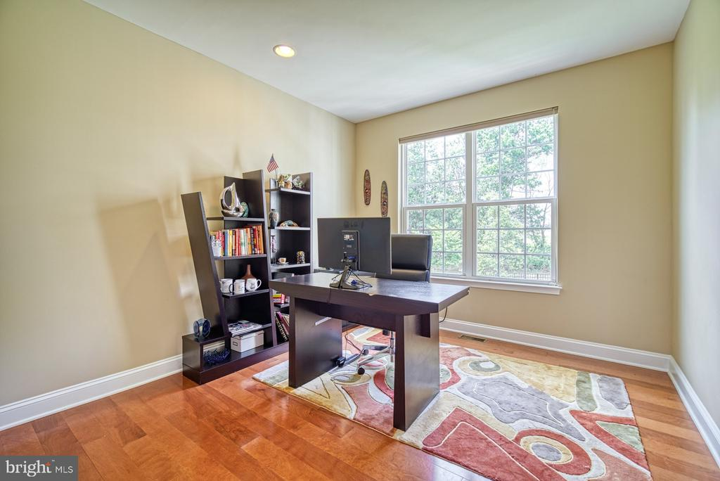 Main Level Home Office - 42105 AUTUMN RAIN CIR, BRAMBLETON