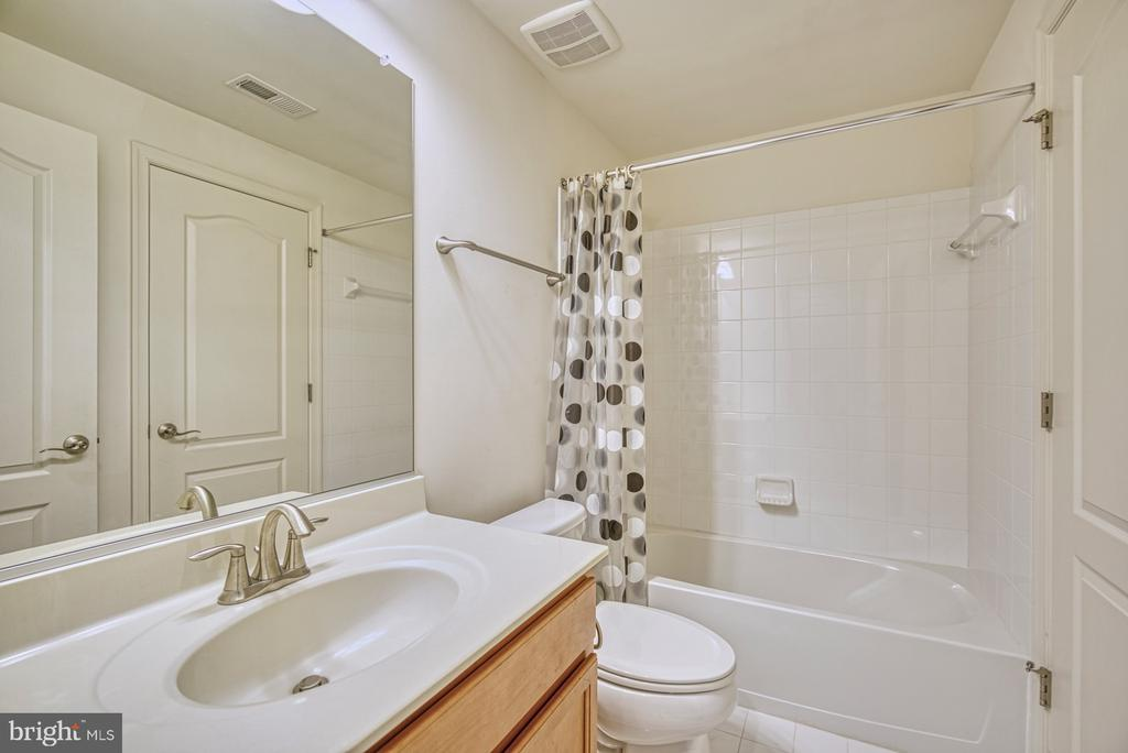 Full Bathroom - Basement Level - 42105 AUTUMN RAIN CIR, BRAMBLETON