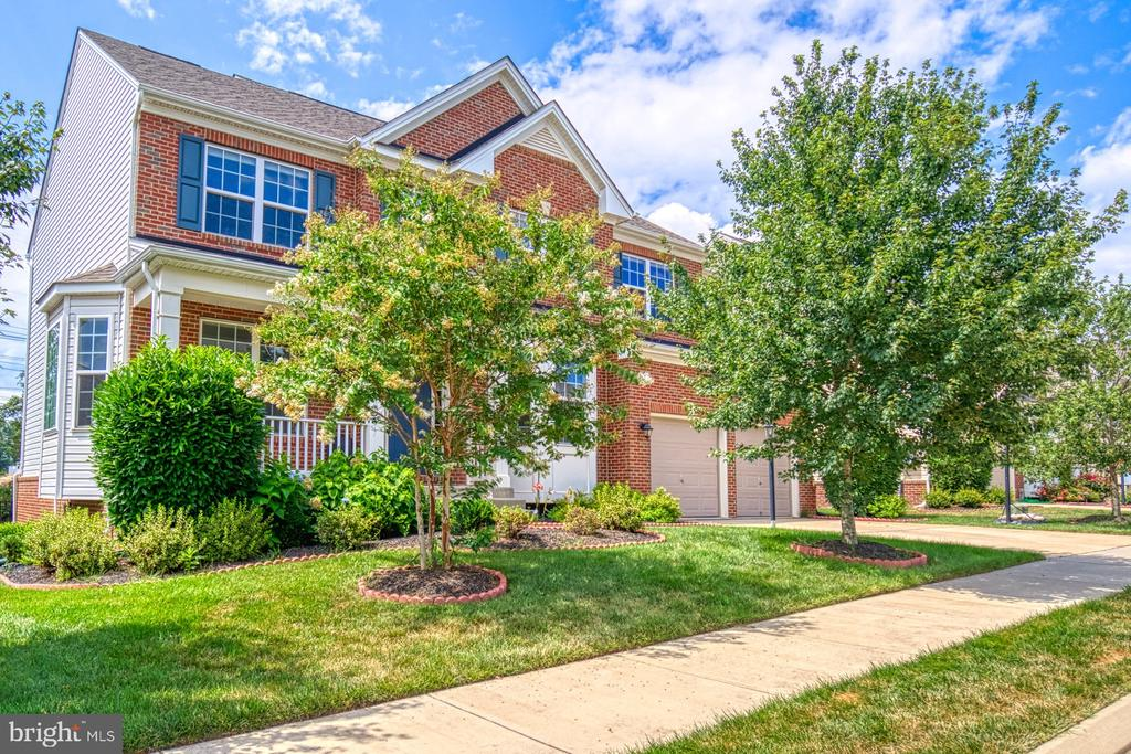 You just can't beat this Brambleton Location! - 42105 AUTUMN RAIN CIR, BRAMBLETON