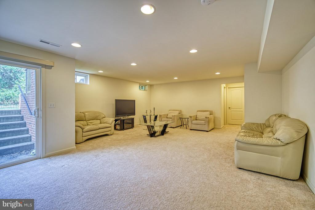 Large Rec-Room with 7' wide Walk-up Rear Entrance - 42105 AUTUMN RAIN CIR, BRAMBLETON