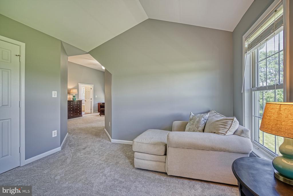 New Carpet throughout Upper Level - 40205 QUAILRUN CT, LOVETTSVILLE