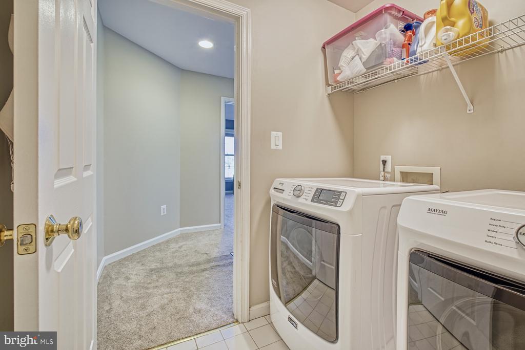 New Washer & Dryer - Upper Level Laundry Room - 40205 QUAILRUN CT, LOVETTSVILLE