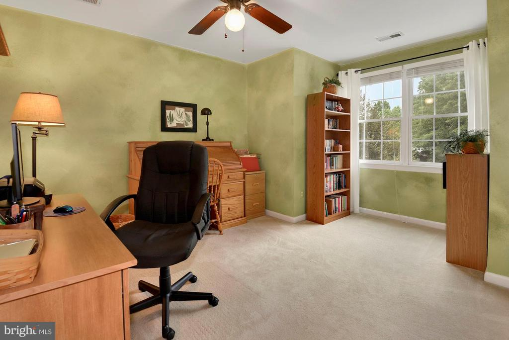 Bedroom 4 or home Office - 17559 DEAVERS CT, HAMILTON