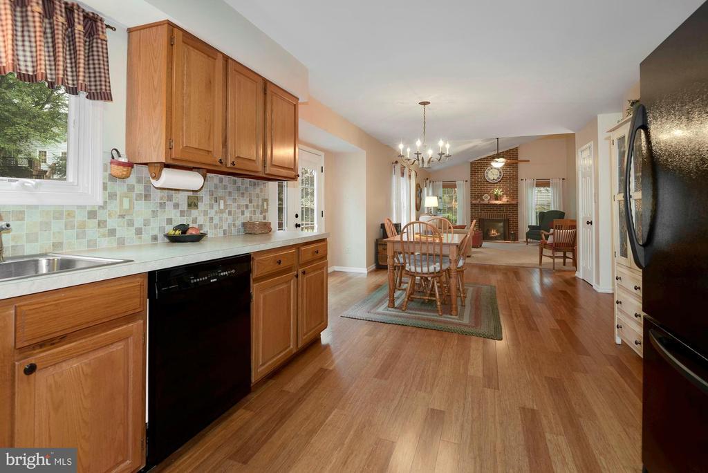 Newly updates kitchen ~including casement Window - 17559 DEAVERS CT, HAMILTON