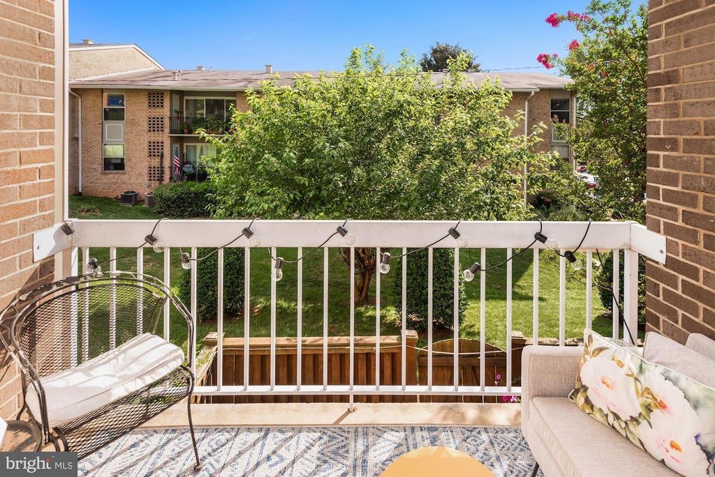Balcony with Gorgeous Greenery Views! - 1931 WILSON LN #102, MCLEAN