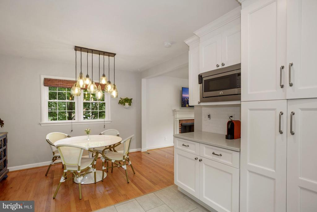 Dining off kitchen - 6322 ANNELIESE DR, FALLS CHURCH