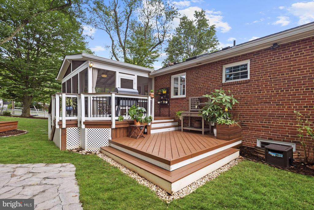 Perfect for entertaining! - 6322 ANNELIESE DR, FALLS CHURCH