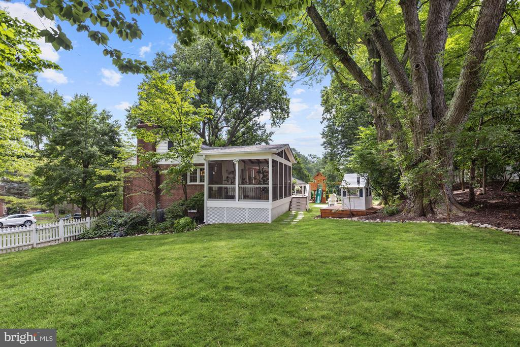 Lots of Outside Space - 6322 ANNELIESE DR, FALLS CHURCH