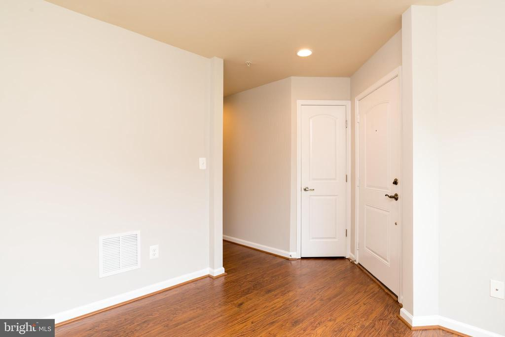 Direct Access to street level or attached garage - 15405 ROSEMONT MANOR DR, HAYMARKET