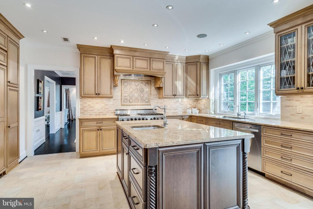 Perfect for at-home cooking! - 3812 WASHINGTON WOODS DR, ALEXANDRIA
