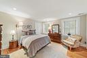 Guest Bedroom w/ separate bath - 19200 ORCHARD MANOR LN, LEESBURG