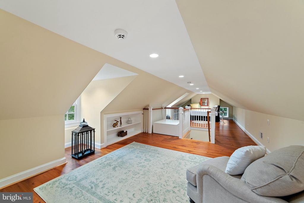Seating  area in converted attic - 19200 ORCHARD MANOR LN, LEESBURG