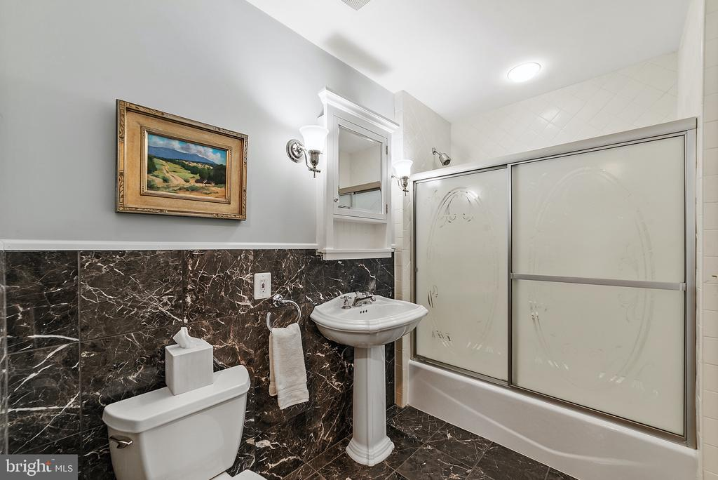 Full Bath on 2nd.Floor Landing - 19200 ORCHARD MANOR LN, LEESBURG