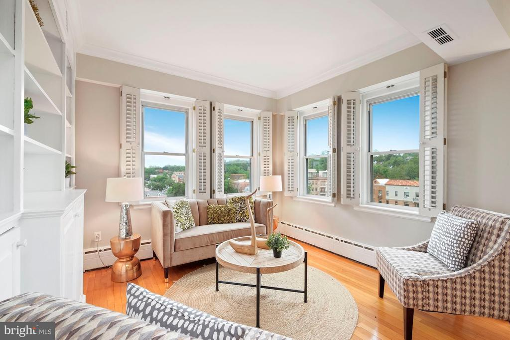 Den Includes Built-in Entertainment Center - 3601 CONNECTICUT AVE NW #601, WASHINGTON