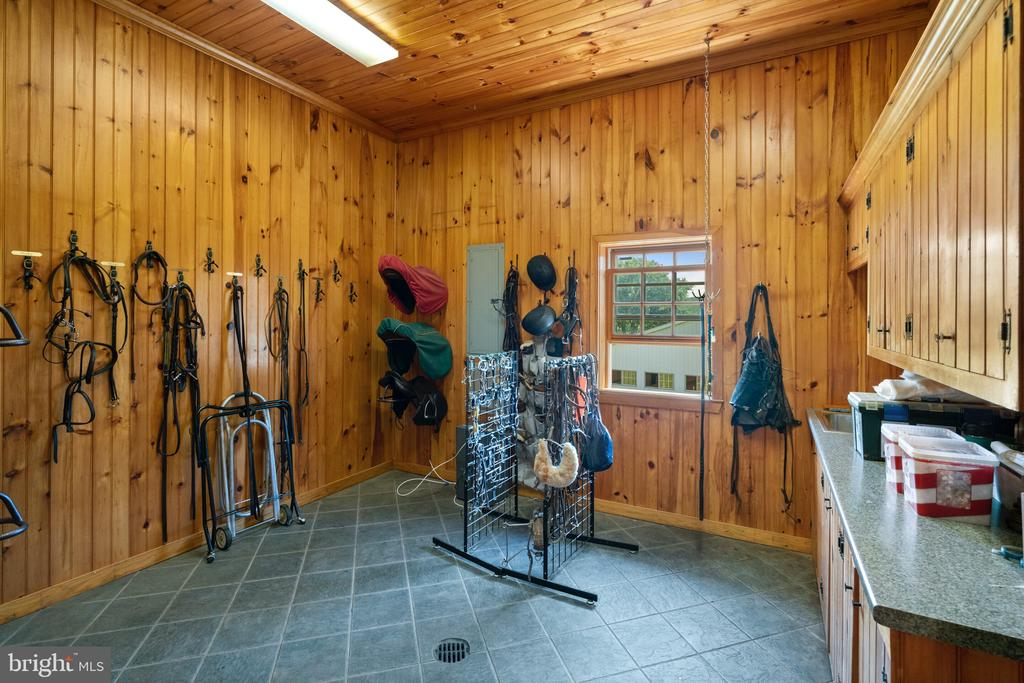 Tack Room - 19200 ORCHARD MANOR LN, LEESBURG